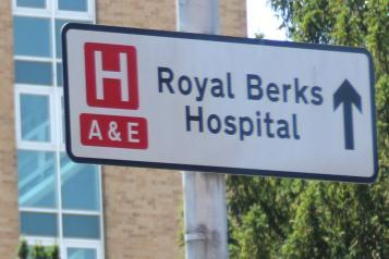 a&e accident and emergency sign for royal berkshire hospital